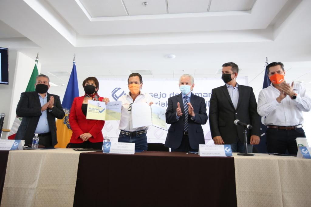 Signa Pablo Lemus compromisos con CCIJ para trabajar en favor de la industria local