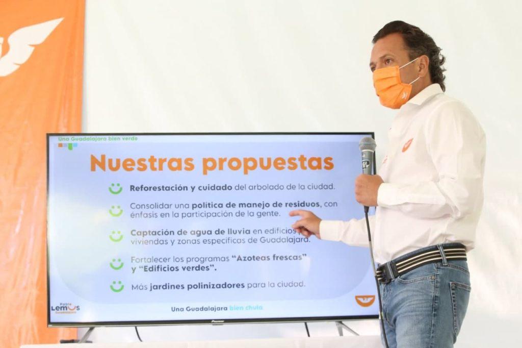 Imagen de Pablo Lemus explicando su propuesta Guadalajara bien chula.