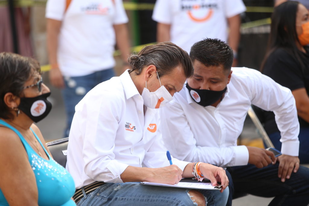 Poner al ser humano en el centro de nuestras decisiones.- Dialoga Pablo Lemus con vecinos de la colonia San Antonio