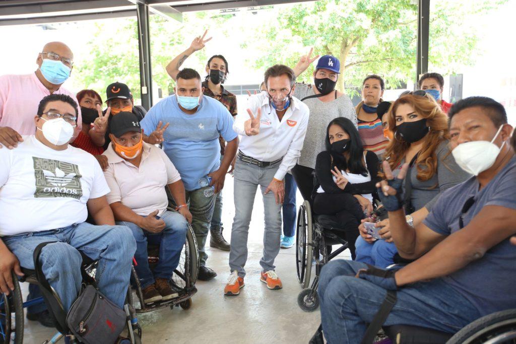 Pablo Lemus Navarro, candidato a la presidencia municipal de Guadalajara, con las y los asistentes a la presentación de la propuesta en temas de inclusión: Guadalajara bien para todas y todos.