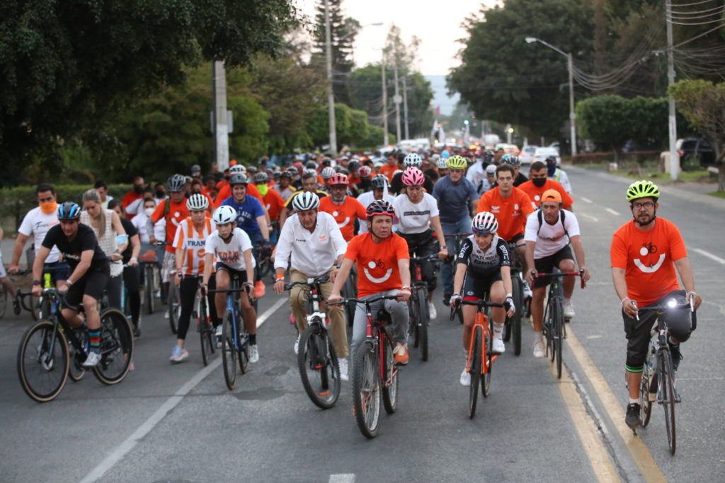 Para fomentar una Guadalajara Bien Activa, participa Pablo Lemus en rodada ciclista