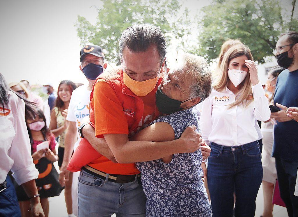 Pablo Lemus convive con vecinos de las diferentes colonias de Guadalajara durante su rally por el cierre de campaña